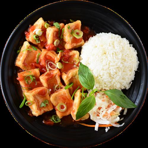 Com Dau Phu Sot Ca Chua - Tofu v Rajčatové Omáčce, Rýže
