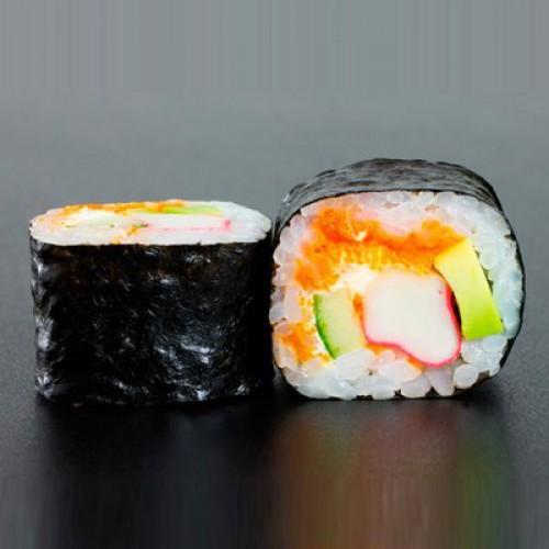512. Futomaki 6ks: Losos, avokádo, krabí tyčinky, mango, okurky