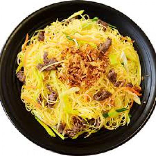 Bun Xao Bo - Smažené Rýžové Nudle s  Hovězím Masem